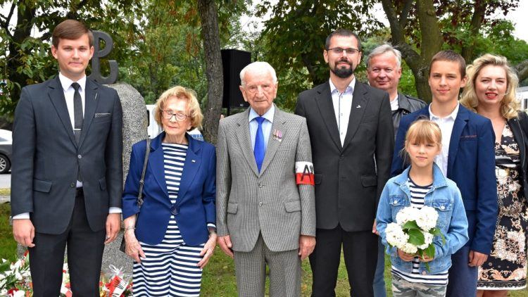 W hołdzie Powstańcom Warszawskim